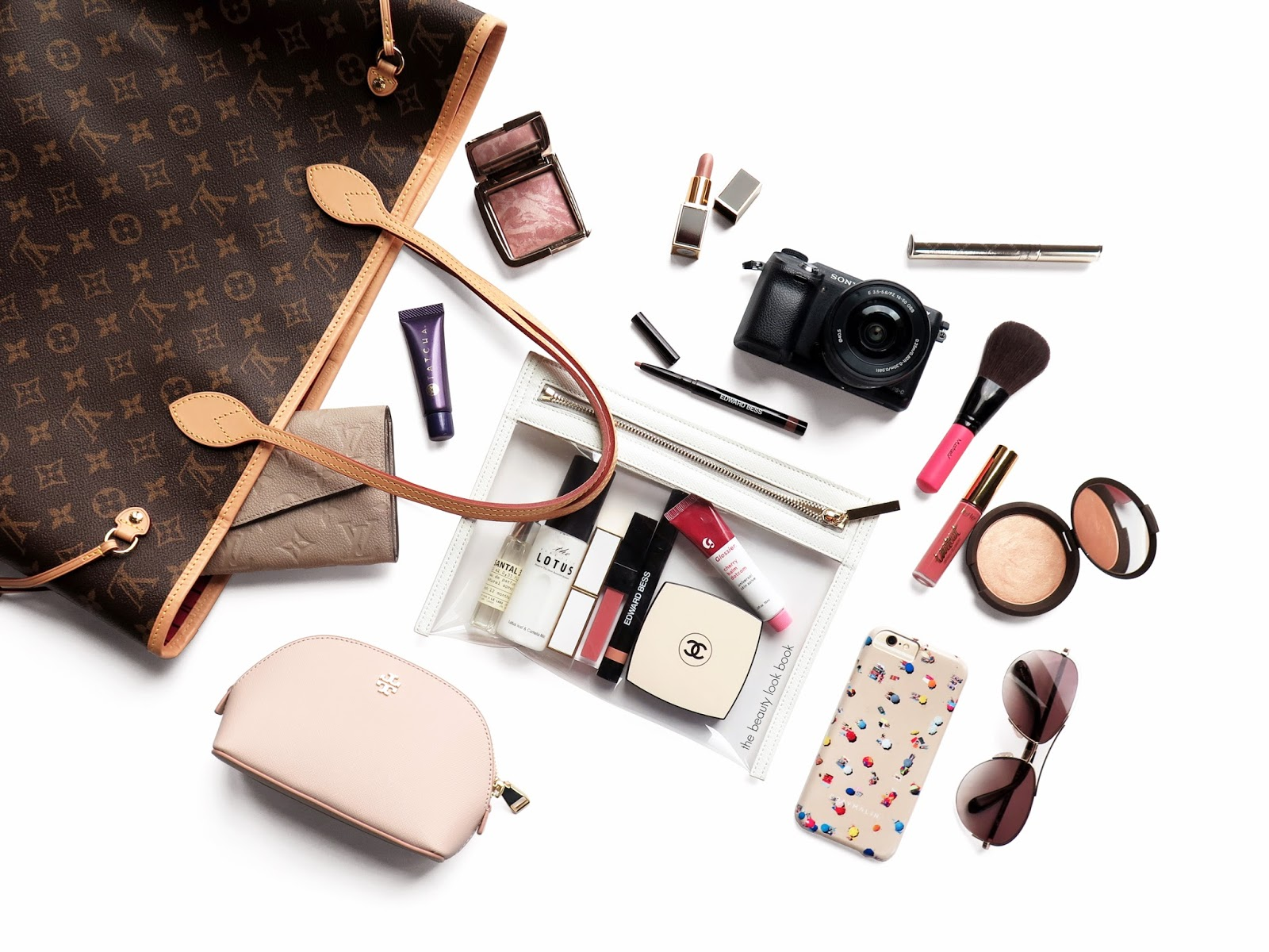 7 Beauty Essentials Every Woman Should Have In Her Purse ...